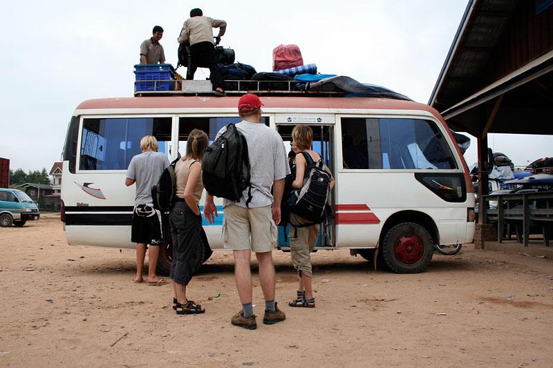 Plecaki jadą na dachu, Laos 2006