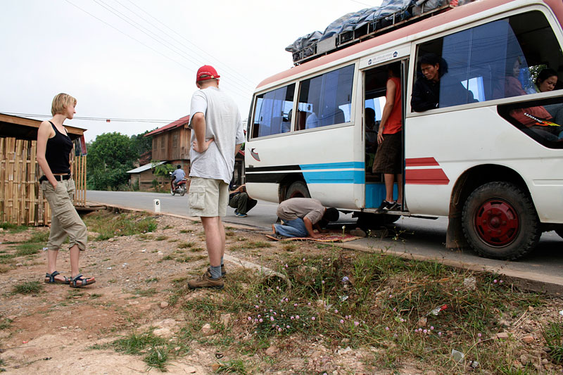 Pierwszy postój na studzenie hamulców, Laos