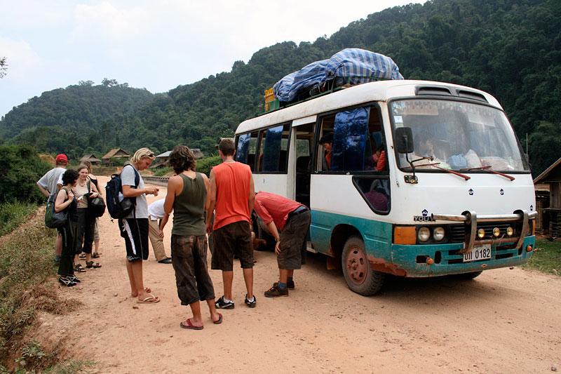 Kolejny autobus z przegrzanymi hamulcami, Laos