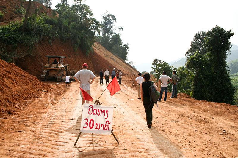 Budują nową drogę nr 3, Laos
