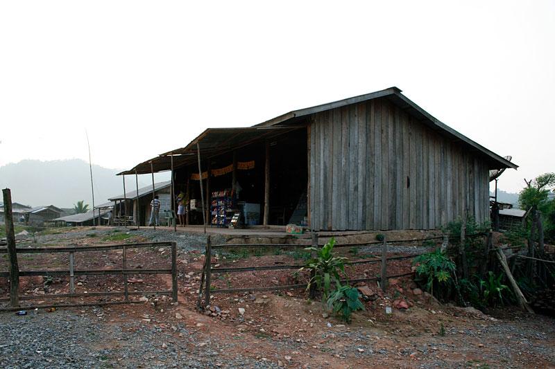 Sklep gdzieś w północnym Laosie