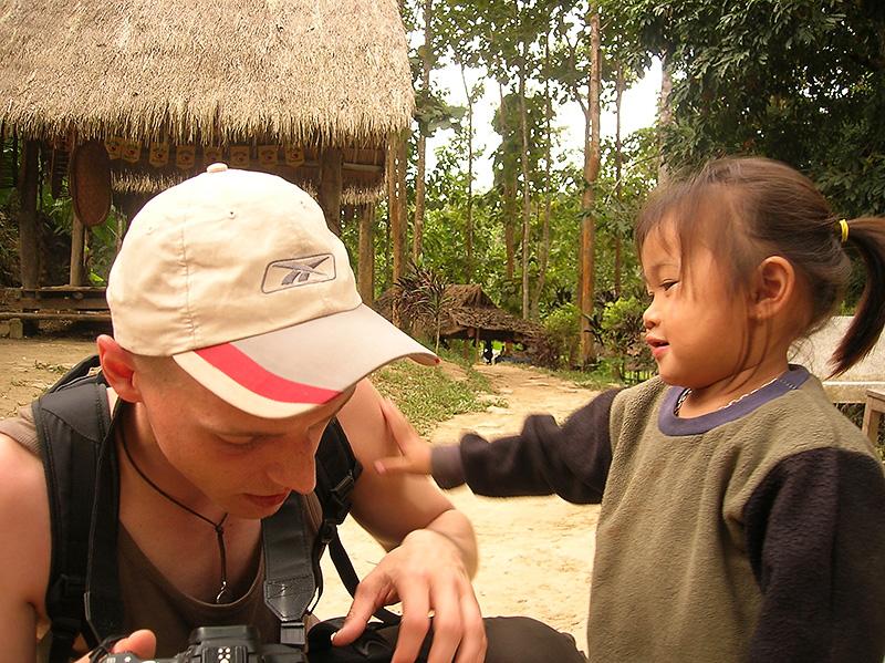 Dziewczynka znad wodospadu, zdjęcie autorstwa Krysi Włodarczak, Laos
