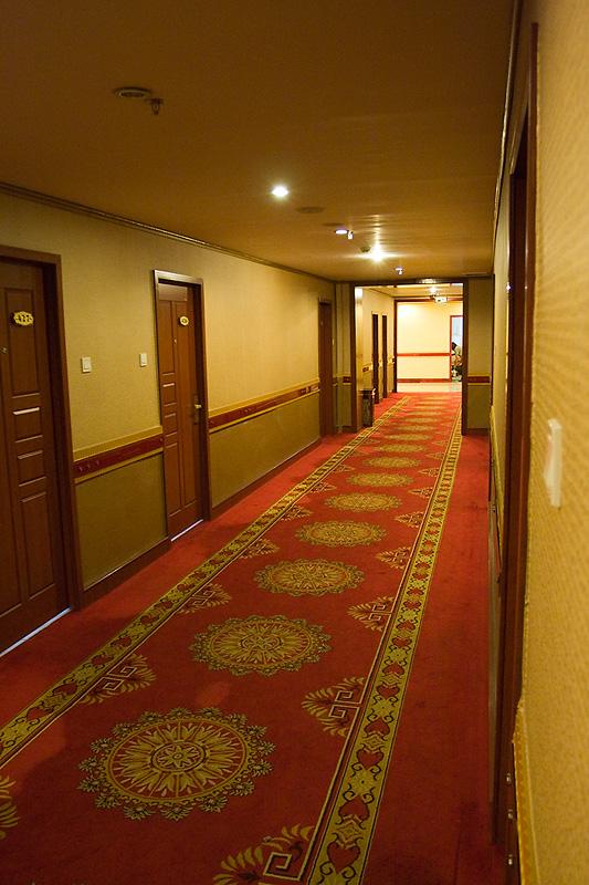 Korytarz hotelu Hohhot Railway, Chiny 2010