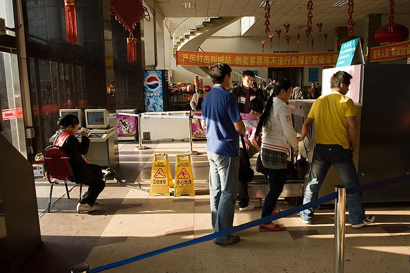 Skaner bagaży na dworcu, Hohhot, Chiny