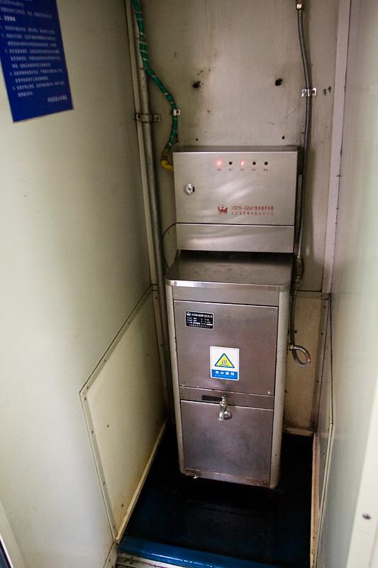 Automat z wrzątkiem w pociągu, Chiny