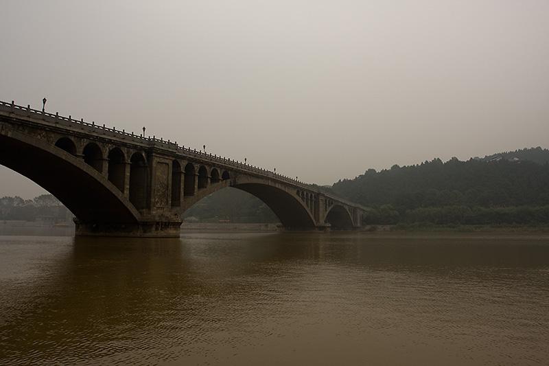Most nad rzeką Yi, Longmen Caves, Chiny