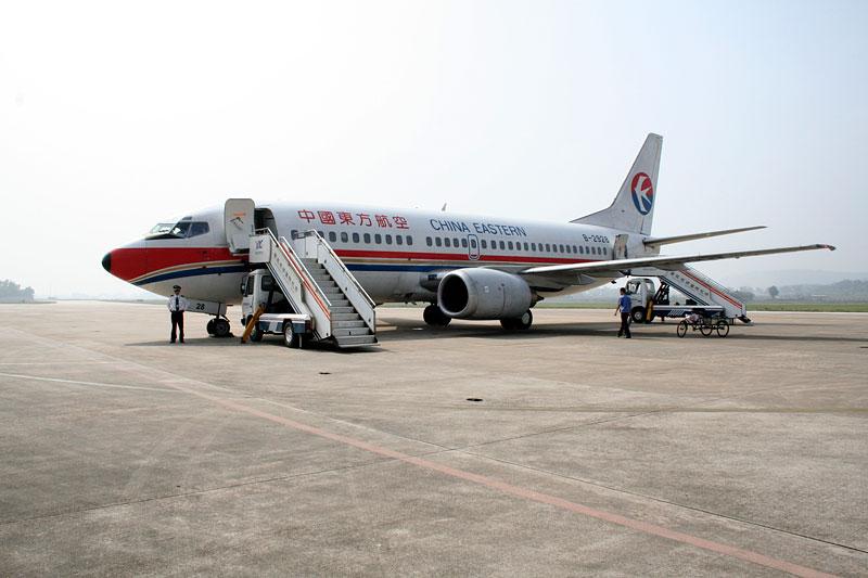 Boeing 737-300, China Eastern