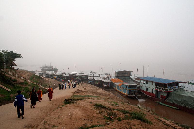 Przystań w Ban Huai Xai, Laos