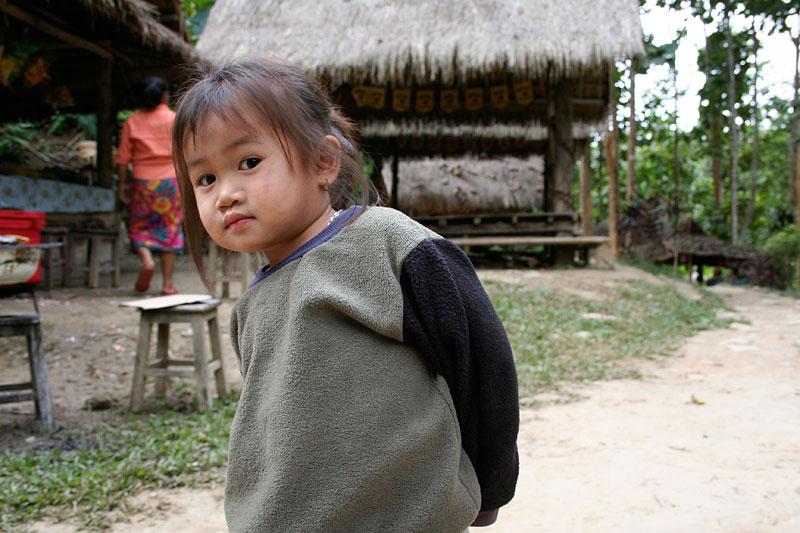 Dziewczynka z nad wodospadu, Laos