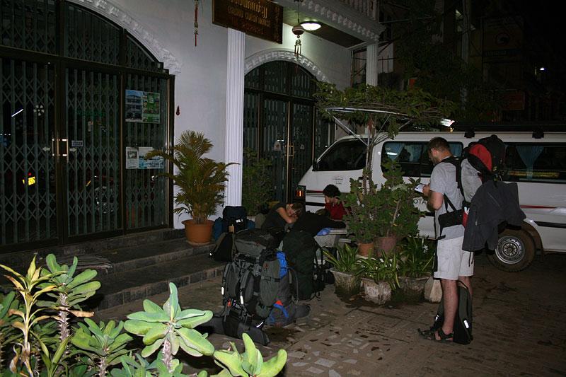 Czekając na otwarcie hotelu, Vientiane, Laos