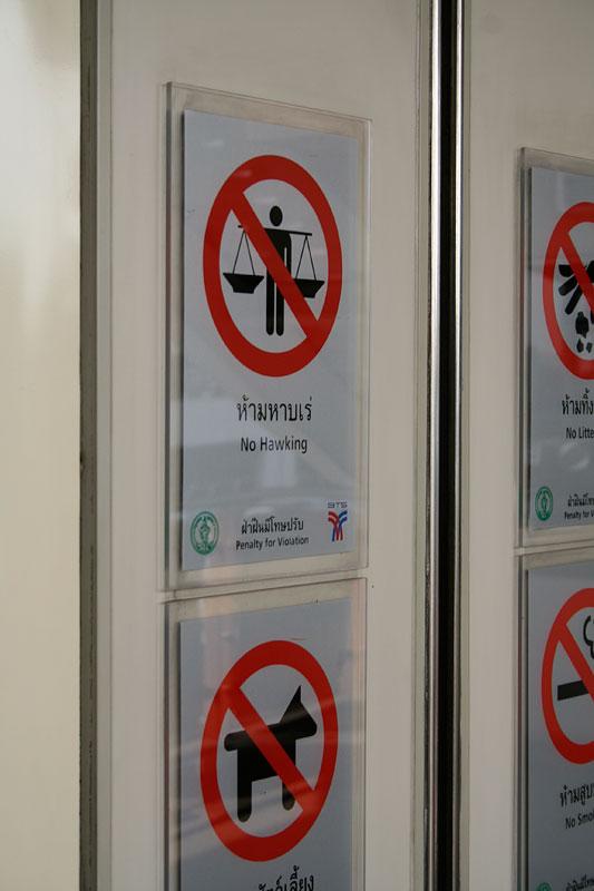 Tego w sky-train robić nie wolno, Bankgog, Tajlandia